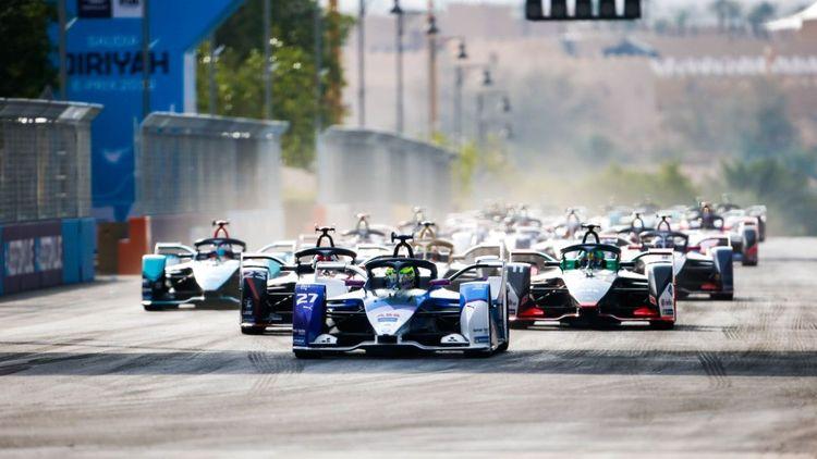 medium_Formel-E-Autos-Start-Diriyya.jpg