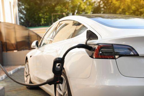 small_E-Auto als Firmenwagen: umweltfreundlich und steuervergünstigt