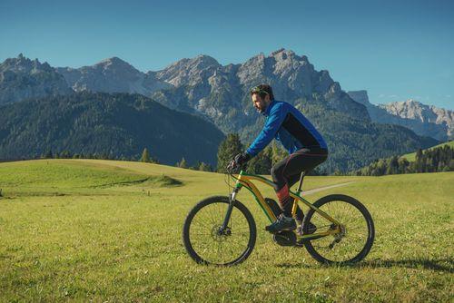 small_Trekking E-Bikes: Über Stock und Stein komfortabel unterwegs